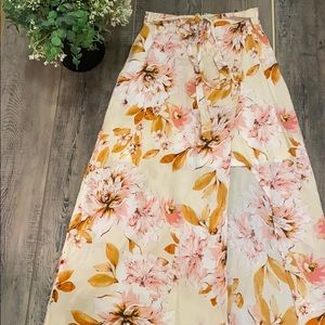 *NWOT* Floral skirt with a high slit